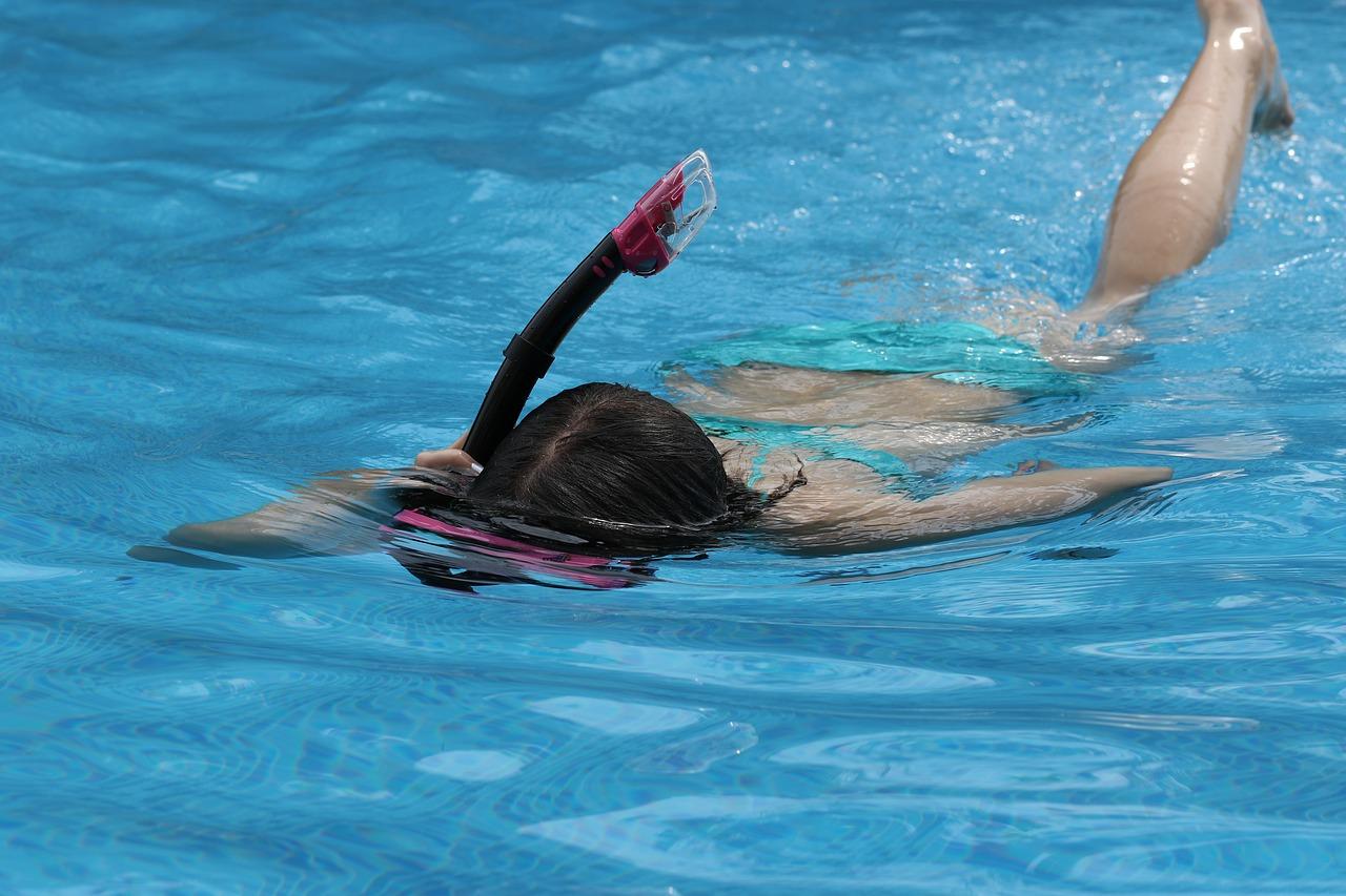 pool-1653639_1280